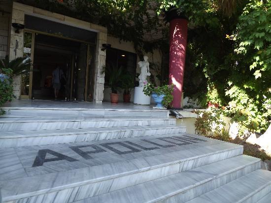 Apollon Hotel: Entrance to the hotel