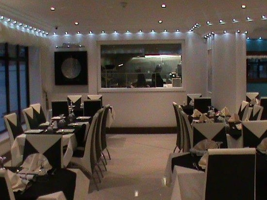 Altafs Balti: open kitchen