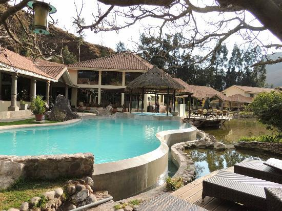 Aranwa Sacred Valley Hotel & Wellness: Pool and restaurant
