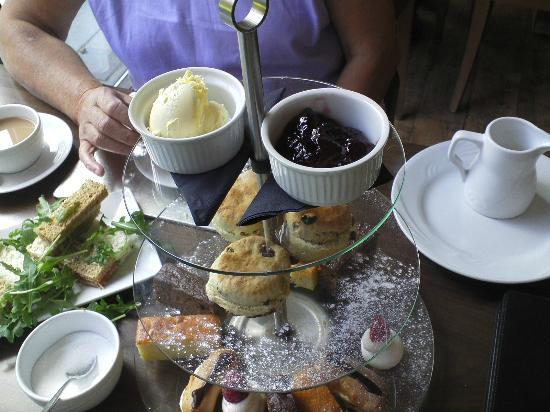 Riverside House Hotel : The cream tea ++