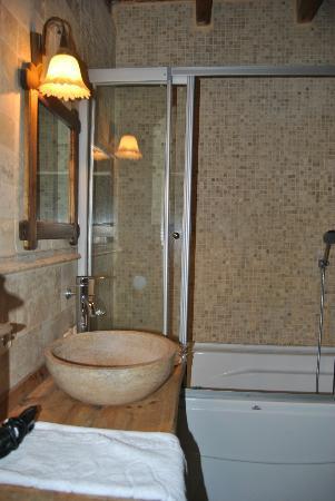 Divan Cave House: Baño