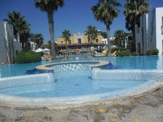 Ortakent, Türkiye: vu piscine