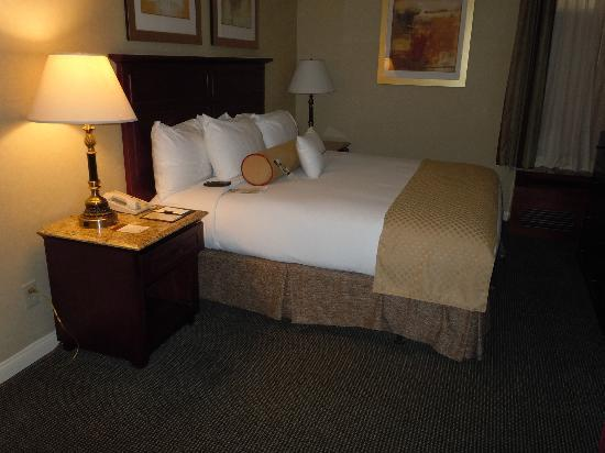 Doubletree by Hilton Torrance - South Bay: DoubleTree Torrance Suite Bedroom