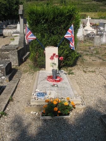 Église Sainte-Radegonde de Giverny : The airmen's grave