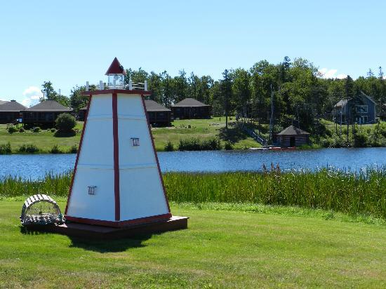 Pictou Lodge Beachfront Resort: The lighthouse near the pond