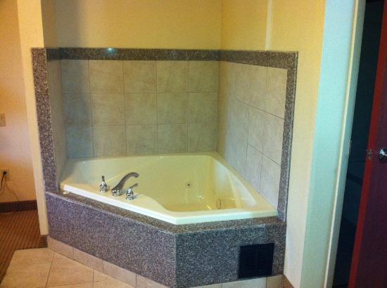 Comfort Inn Lancaster County: whirlpool for two (in room)