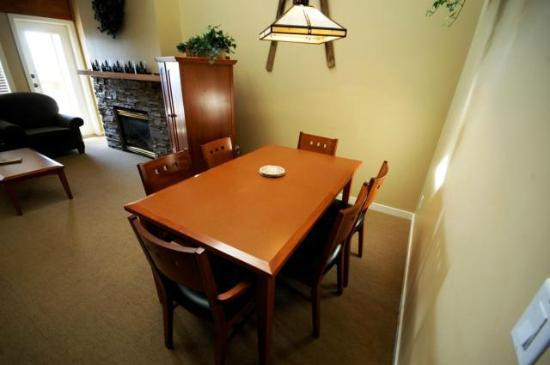Trappers Crossing - Premium Unit - Dining