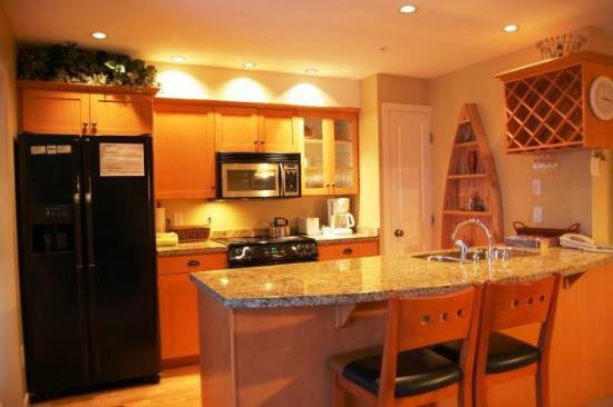 Trappers Crossing - Premium Unit - Kitchen