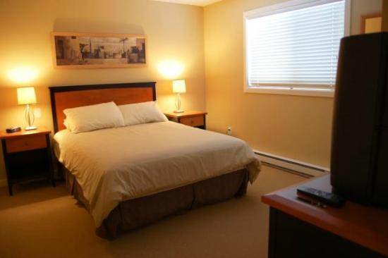 Trappers Crossing - Premium Unit - Master Bedroom