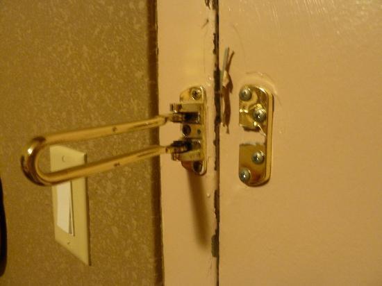 Rodeway Inn: Broken lock