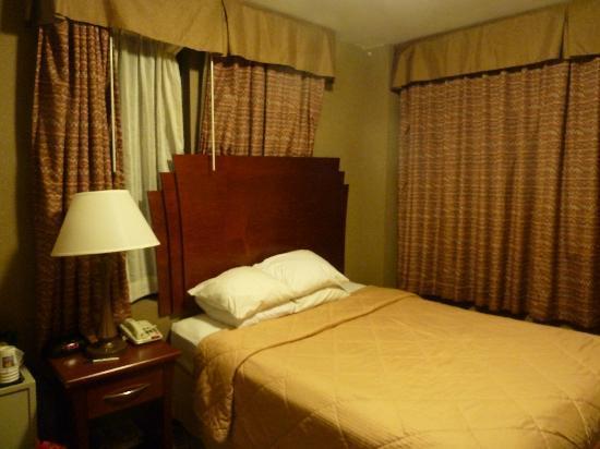 Rodeway Inn: Queen room