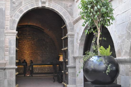 JW Marriott El Convento Cusco : the entrance