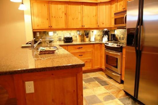 Towering Pines - Premium Unit - Kitchen