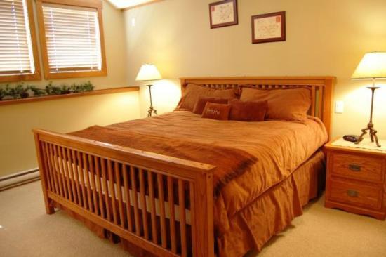 Towering Pines - Premium Unit - Master Bedroom