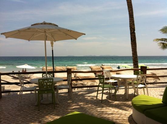 Agua Dorada Beach Hotel by LIDOTEL: Área de restaurante en la playa .