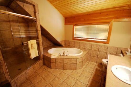Bullet Creek Cabins - Bathroom