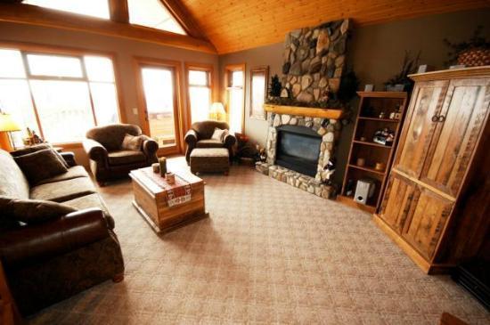 Bullet Creek Cabins - Lounge