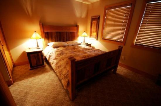 Bullet Creek Cabins - Master Bedroom