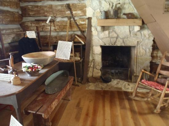 Fort Recovery State Museum: Pioneer cabin