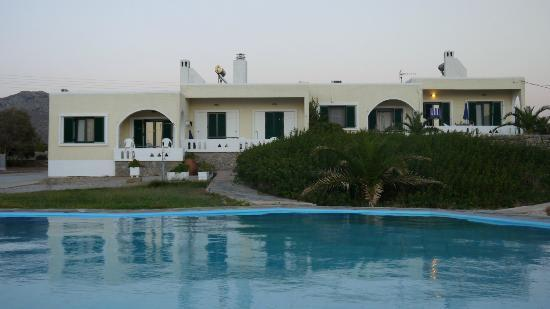 Vlamis Villas: Pool and a house