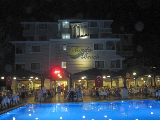 Sandy Beach : Evening