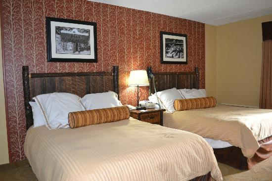 Old Creek Lodge: great size of beds