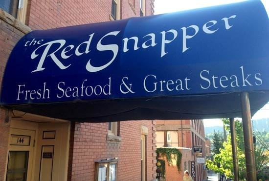 The Red Snapper: Martini and oysters!