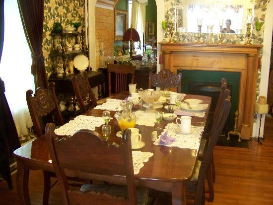 Chamber's Guest House Bed and Breakfast: formal dining room