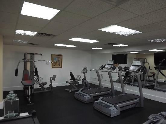 Best Western Premier Saratoga Resort Villas: Get fit in our workout room.