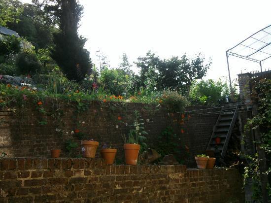 Maison du Dr Vassaux : il giardino crcostante
