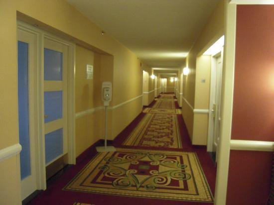 Baltimore Marriott Inner Harbor at Camden Yards: hallway on 10th floor