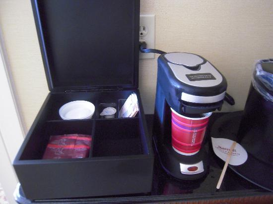 Baltimore Marriott Inner Harbor at Camden Yards: in-room coffeemaker