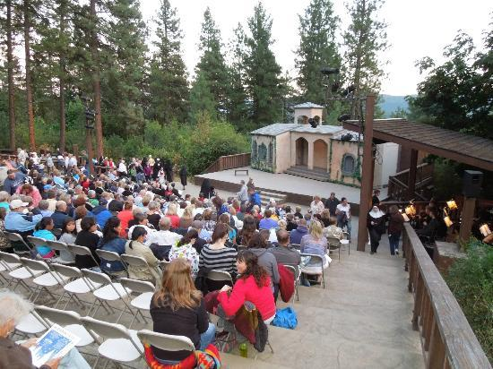 ‪Leavenworth Summer Theater‬