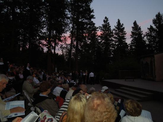 Leavenworth Summer Theater: August night, beautiful sky view before the show