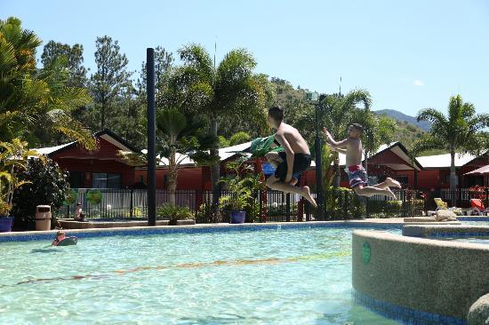 Ingenia Holidays Cairns Coconut: Sun Lagoon Pool
