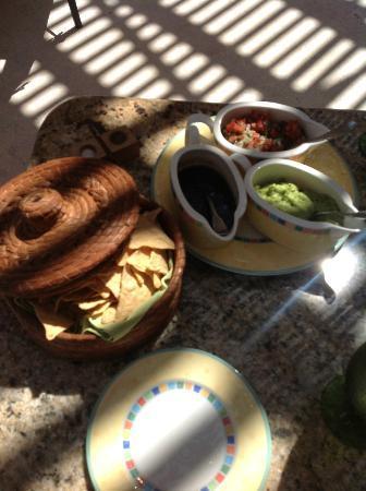 Zoetry Paraiso de La Bonita: chips & salsa
