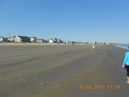 Normandie Oceanfront Motor Inn: beach & more rental units.
