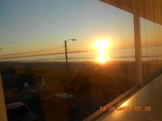 Normandie Oceanfront Motor Inn: Sun Rise