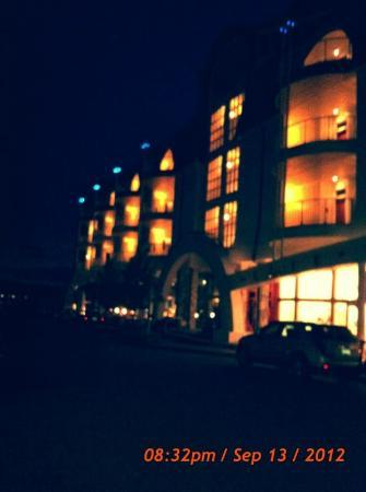 Bay Harbor Village Hotel & Conference Center: Maritime in the evening