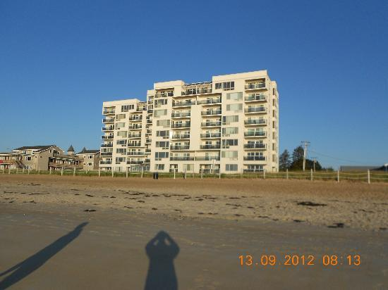 Normandie Oceanfront Motor Inn: more rental units seen from beach.