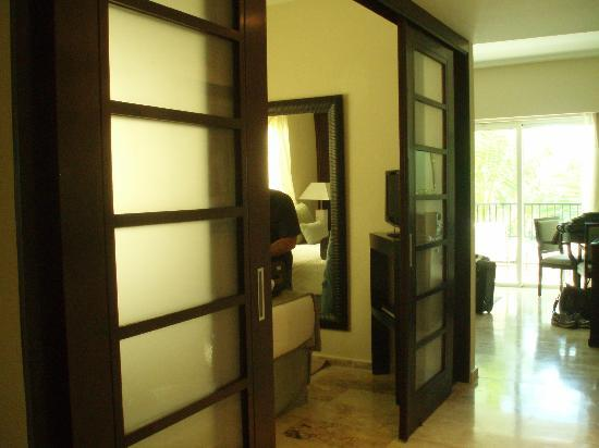 Paradisus Punta Cana Resort: Sliding doors to the Master bedroom