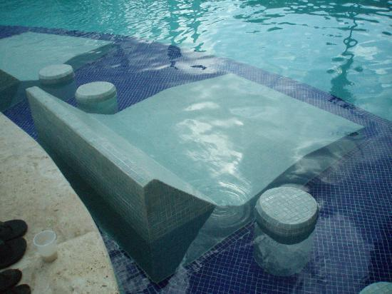 Paradisus Punta Cana Resort: Double underwater chaise with side tables
