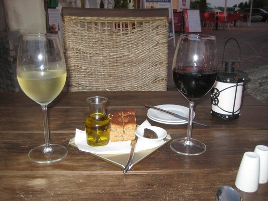 Papillon Restaurant: Bread and Wine