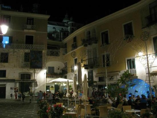 L'argine Fiorito: Atrani town square. Be prepared for lots of families at dinner time. Kids everywhere.