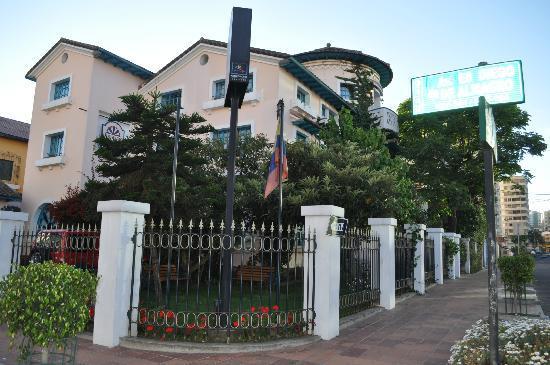 Vieja Cuba: Hotel Surroundings