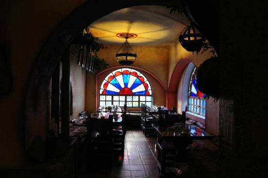 Vieja Cuba: Dining area