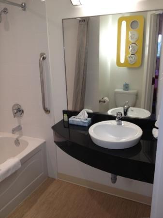 room 407 - bathroom