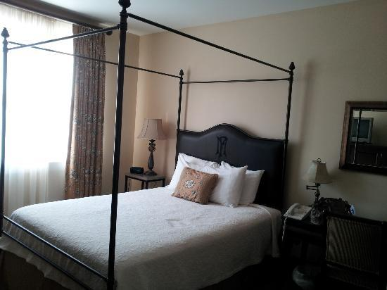 General Francis Marion Hotel: Queen standard room