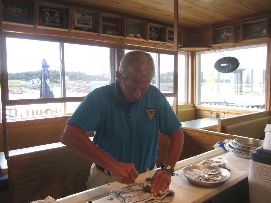 Carr's  Oyster Bar: I open my half dozen allottment