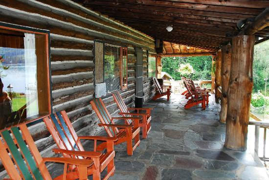 Alpine Village Resort: Lodge Porch